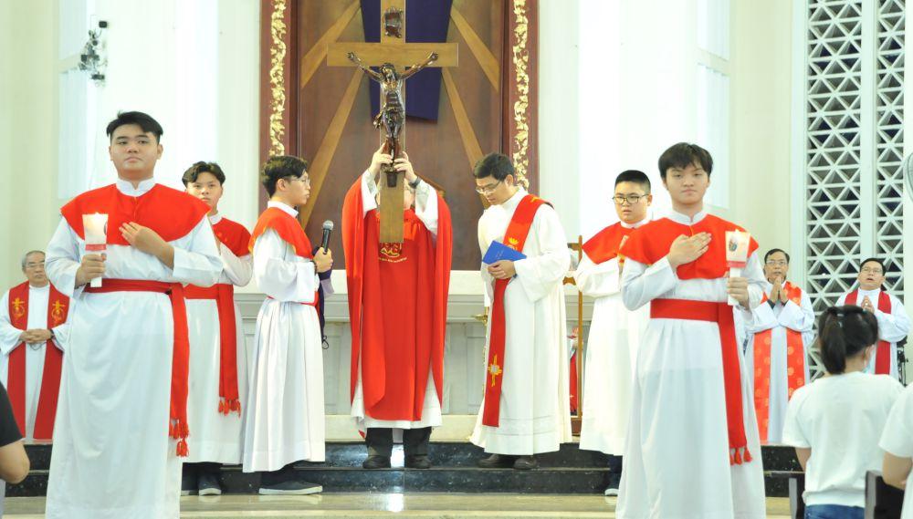 Nghi Thức Tưởng Niệm Cuộc Thương Khó Của Chúa 19g30: Đền Đức Mẹ Hằng Cứu Giúp DCCT Sài Gòn