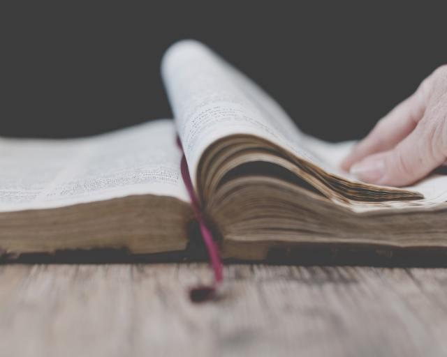 Người Công giáo tin gì nơi Thánh Kinh?