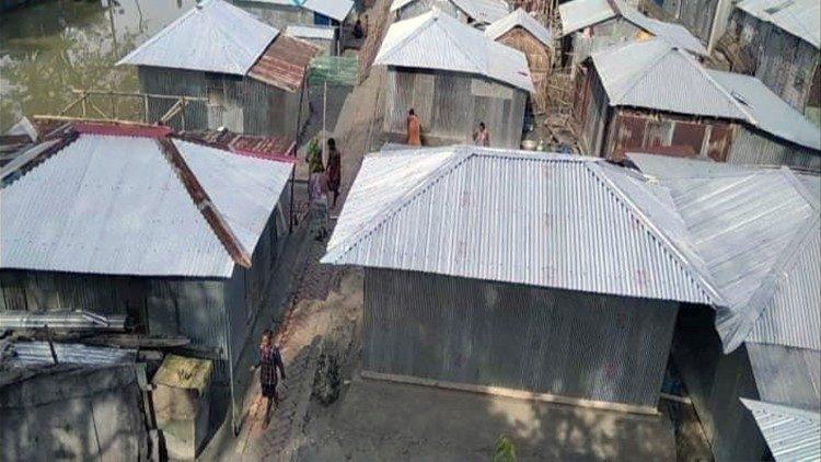 Khulna, Bangladesh: Giáo phận và Caritas tặng 80 ngôi nhà cho những người di cư vì khí hậu