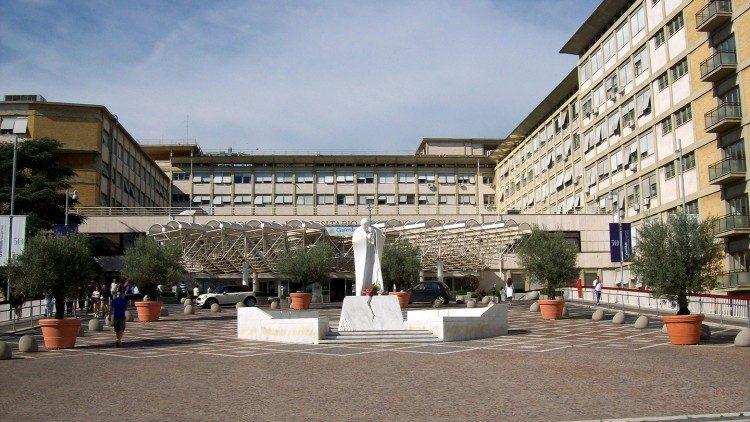 """Bệnh viện Gemelli – """"Vatican thứ ba"""" của các bệnh nhân Giáo hoàng"""