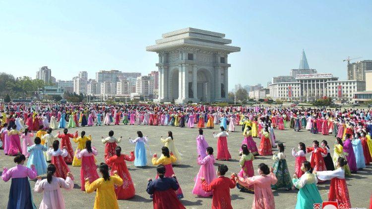 Giám đốc tình báo của Hàn Quốc đang nghiên cứu việc ĐTC thăm Triều Tiên