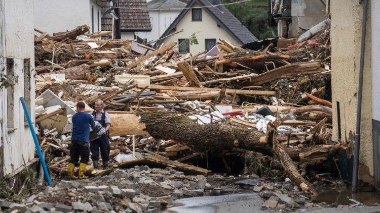 ĐTC cầu nguyện cho các nạn nhân trận mưa lũ ở Đức
