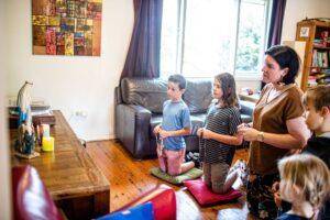 Chứng tá về việc đọc kinh Mân Côi trong gia đình